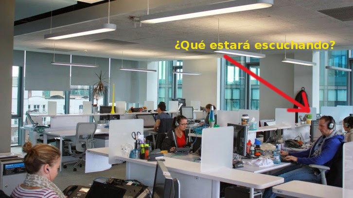google oficina con auriculares